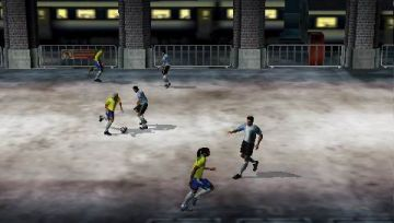 Immagine -3 del gioco FIFA Street 2 per Playstation PSP