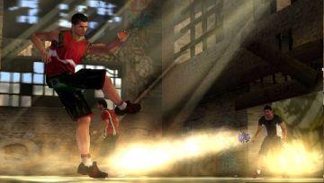 Immagine -2 del gioco FIFA Street 2 per Playstation PSP