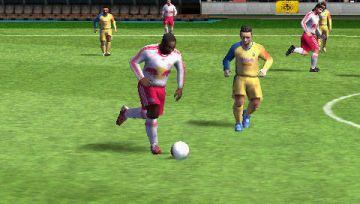 Immagine -2 del gioco FIFA 12 per Playstation PSP