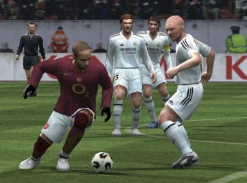 Immagine -4 del gioco Pro Evolution Soccer 5 per Playstation 2