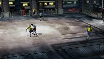 Immagine -1 del gioco FIFA Street 2 per Playstation PSP