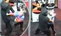 Un bimbo di 7 anni prova a sventare una rapina al GameStop