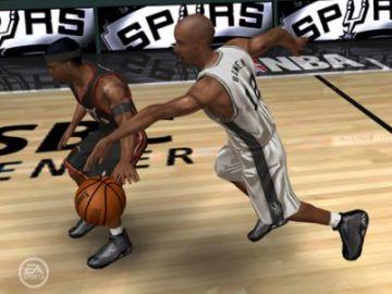 Immagine -4 del gioco NBA Live 2006 per PlayStation 2