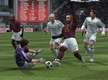 Immagine -3 del gioco Pro Evolution Soccer 5 per Playstation 2