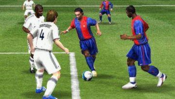Immagine -2 del gioco FIFA 08 per PlayStation PSP