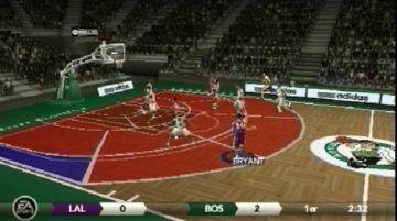 Immagine -2 del gioco NBA Live 09 per PlayStation PSP